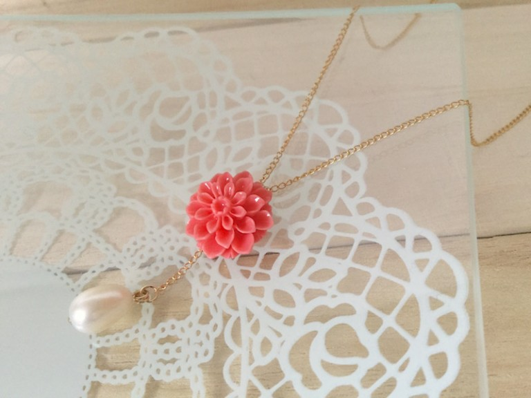 蓮の花と淡水パールのネックレス