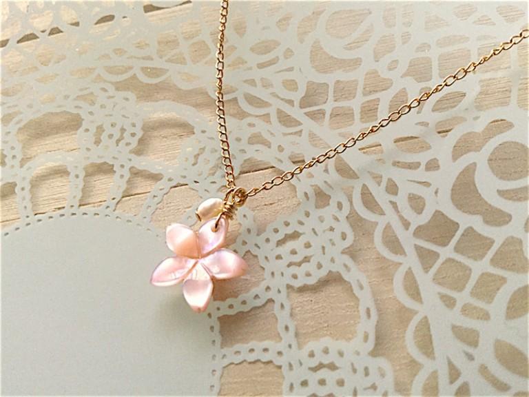 桜の花のネックレス